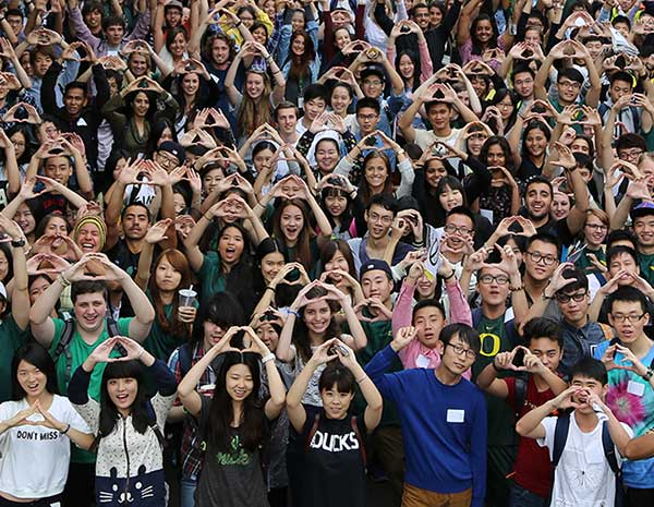 New students throwing the O at international student orientation